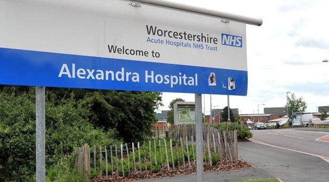 Néhány sarokra volt a kórház, a kisfiú belehalt, hogy nem oda vitték