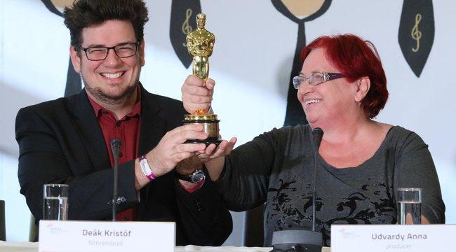 Ovációval fogadták itthon a Mindenki Oscar-díjas magyar rendezőjét