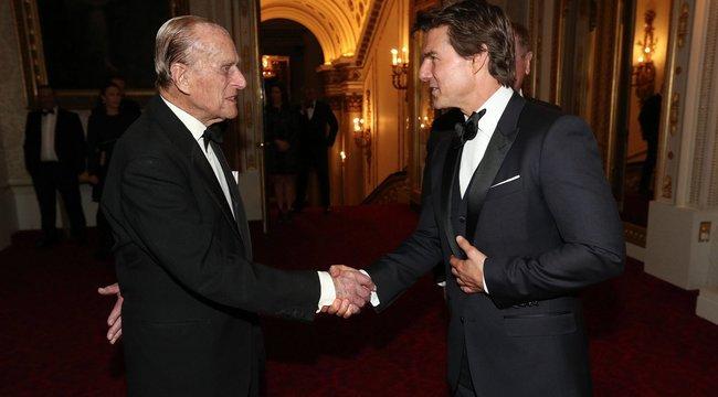 Semmi különös, csak benézett Fülöp herceghez Tom Cruise