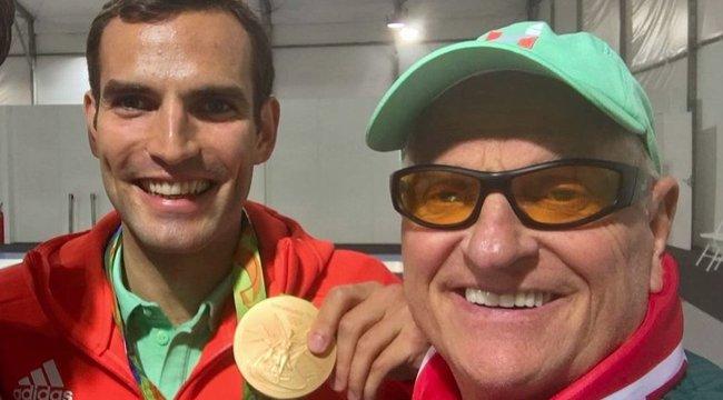Mégsem hagyja el olimpiai bajnokunkat a sztármasszőr