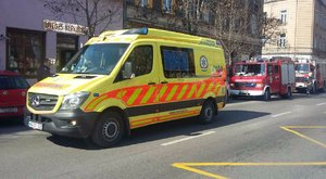 Tűz ütött ki a Mátyás téren, két tűzoltó kórházba került