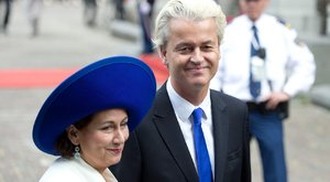 Testőrökkel lazított a Nyírségben az utált holland kormányfőjelölt