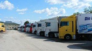 Saját kamionja nyomta agyon a magyar sofőrt Franciaországban