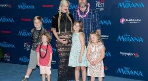 A hollywoodi sztár pénzért vállalta az ötödik gyereket?