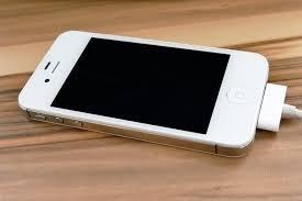 Döbbenet: bivalyerős férfi halt bele Iphone-ja feltöltésébe