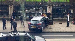 Londoni merénylet: autó hajtott az emberek közéés lövöldöztek abelvárosban