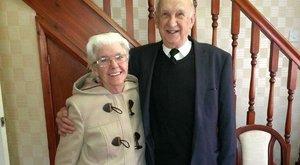 Szívszorító: 60 éve házasok, de minden egyes nap be kell mutatkoznia Alzheimer-kóros feleségének