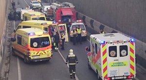 Súlyos baleset a ferihegyi gyorsforgalmin, a tűzoltóknak kellett segíteniük – képek