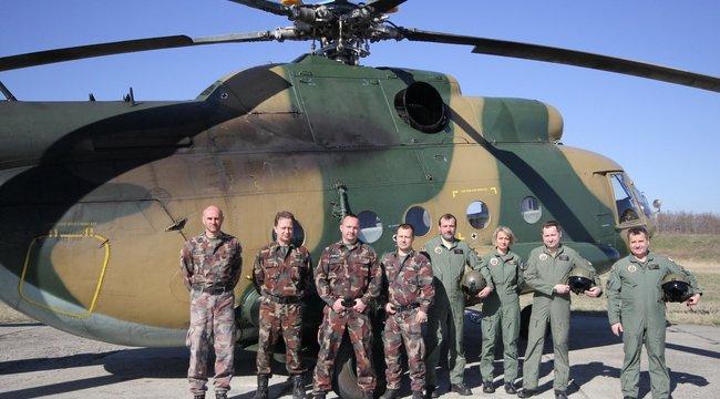 A legtöbben elvéreznek a kiképzésen - A szolnoki helikopterbázison járt a Bors