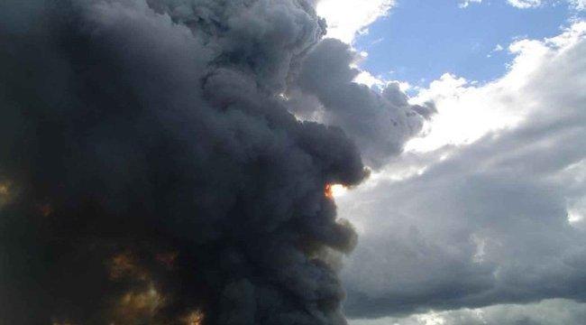 Hatalmas tűz ütött ki Dubajban egy épülő toronyházban