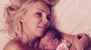 Fejős Éva pelenka nélkül hagyta kislányát - nem kellett volna