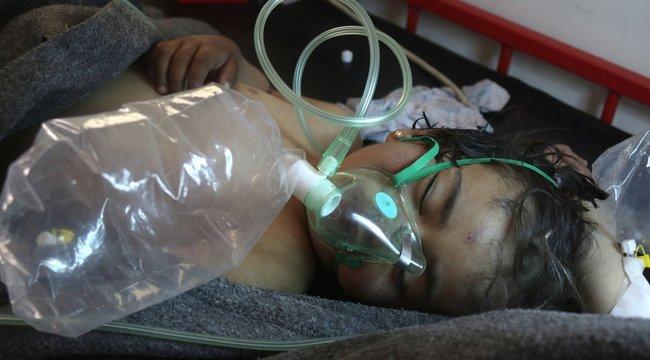 Elkeserítő: ideggázzal ölik a szíriai gyerekeket