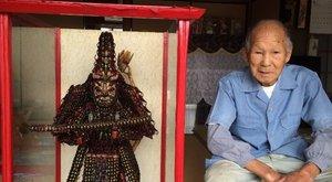 Ez a férfi meghökkentő alapanyagból készített Buddha-szobrot - fotók