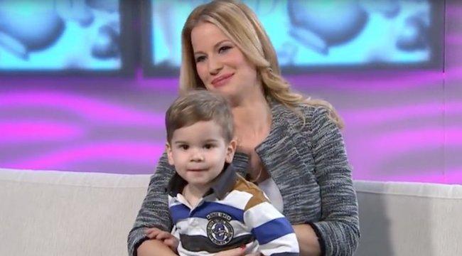 Fiával imádkozik Mádai Vivien