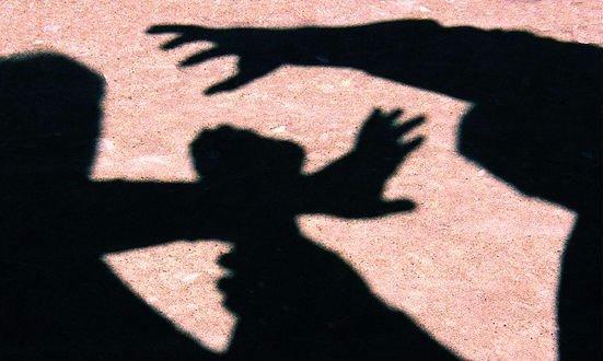 Szörnyeteg: traumát átélt kislányokat erőszakolt