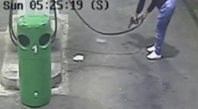 Cigarettájával próbálta felgyújtani magát a benzinkúton egy depressziós férfi
