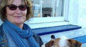 Kiskutyája mentése közben veszhetett a tengerbe az életvidám nagymama