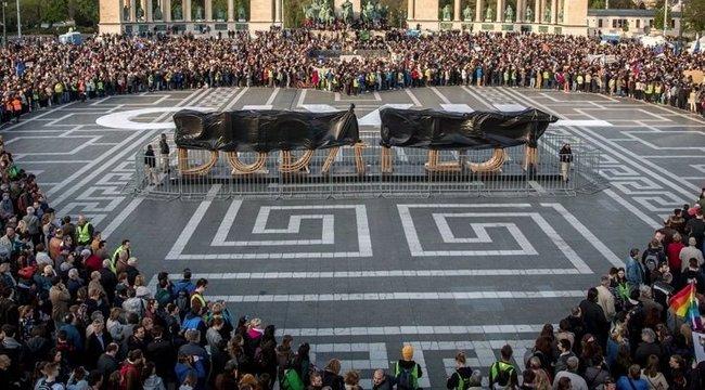 Sólyom: a CEU-törvény alkotmányellenes - galéria a Hősök Vétójáról