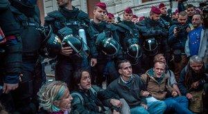 Hajós: Orbán mondjon le!