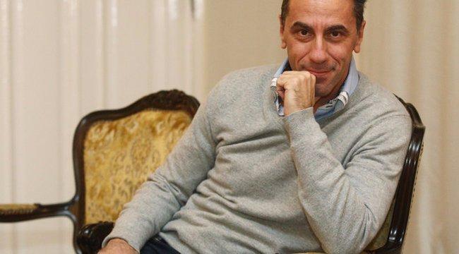 Sokkoló: Csonka András meztelenül, megkötözve ül az asztalon – fotó