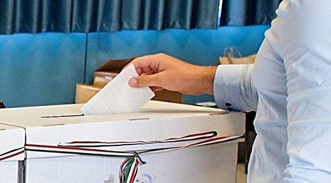 Nincs meglepetés: az összes paksi népszavazási kérdést visszadobták