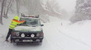 Klausmann Viktor már kész menteni a hóban ragadtakat