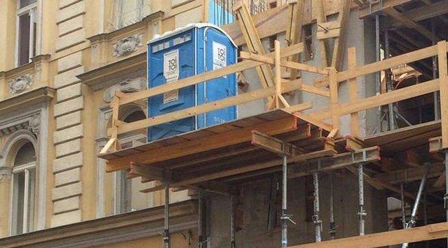 Vicces látvány Budapesten: mobilbudi a magasban