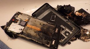 Sokkoló! Kezében robbant fel a dunaújvárosi férfi mobiltelefonja