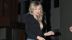 Mélyen kivágott ruhában ünnepelte szülinapját Kate Hudson