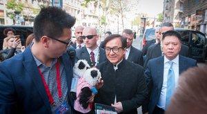 Jackie Chan megnézte a Szent Koronát és borozgatott