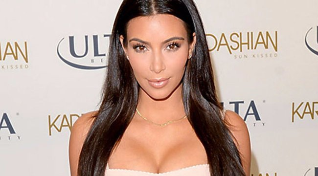 Kim Kardashian feneke ennyire durván fest retus nélkül