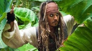 Johnny Depp mindenkit meglepett Disneylandben - videó