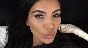 Százezrek fordultak el Kardashiantól retusálatlan feneke miatt