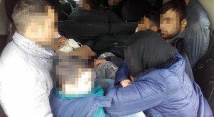 Tíz migránst zsúfolt be egy kombiba a Battonyán elfogott bolgár csempész - fotó