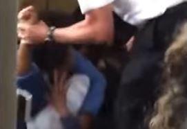 A pilóta ököllel ütötte a nőt, állítólag csak segíteni akart - videó