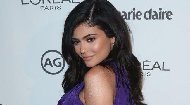 Milliókat ért Kylie feneke a rajongó ikreknek - videó