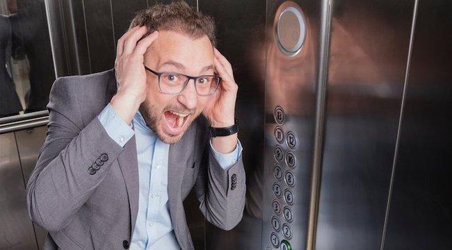 Túlélési tippek a legdurvább helyzetekre:ugrás helyett feküdjünk le a zuhanó liftben!
