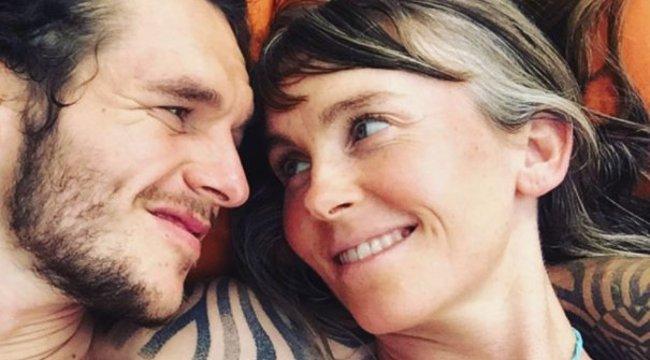 Szorosan ölelte szerelmét a terhes nő, mielőtt halálra gázolták