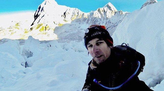 Kitiltották Nepálból a csaló hegymászót, de arra sincs pénze, hogy otthagyja az országot
