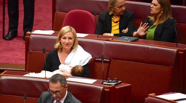 Először szoptattak a parlamentben