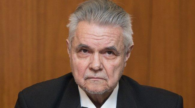 A bíró szerint ellentmondásokba keveredett a vesztegetéssel gyanúsított Oszter
