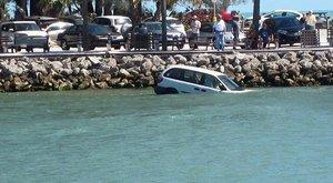 Nem tudtak kimászni autójukból, vízbe fulladt apa és lánya – drámai videó