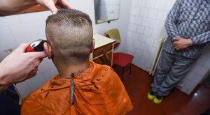 Extrém frizurákat is kérnek a fogvatartottak a Csillag fodrászától