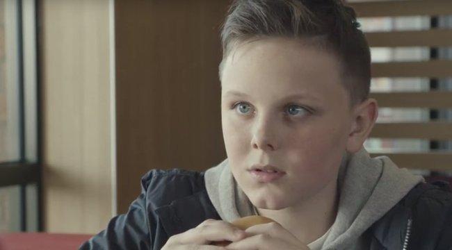 Borzalom: apját gyászoló gyerekkel reklámoz a Meki