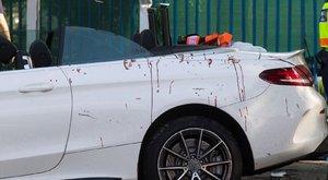 Horror a buszmegállóban: a Mercedes sofőrje mást hibáztat