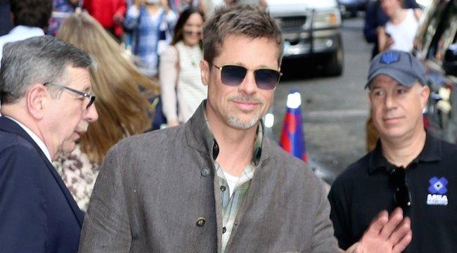 Brad Pitt újra tud mosolyogni
