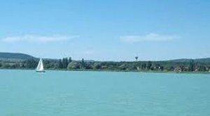 50 év körüli férfi holttestére bukkantak a Balatonban
