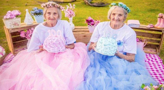 Mintha még csak 5 évesek lennének: fotóalbumot kaptak ajándékba a 100 éves ikrek