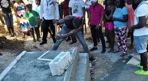 Usain Bolt ásta ki barátja sírját