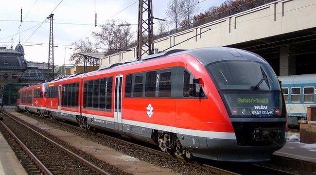 Leszakadt egy vasúti felsővezeték, késnek a vonatok